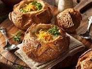 Крем супа с броколи, картофи и сирене чедър в хлебче (питки)